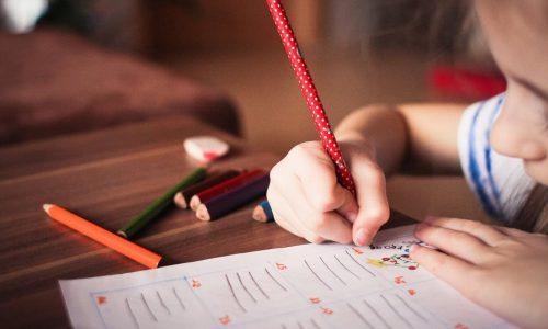Come aiutare i bambini nei compiti: con le filastrocche è tutto più facile