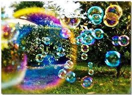 Un modo originale per fare le bolle di sapone in casa
